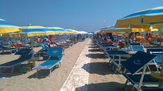 Bagno pino beach 285 cervia milano marittima - Bagno mima milano marittima ...